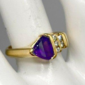 TRILLION CUT AMETHYST DIAMOND RING 18K YELLOW GOLD